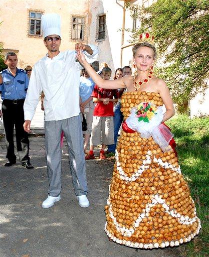 Самые необычные современные свадебные наряды.